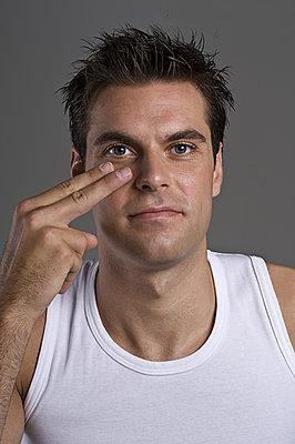 [新聞] 男士3招眼部護理快速去眼圈眼袋